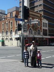 jalanan kota Brisbane yang bebas iklan rokok