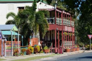 Nebo Hotel, dengan arsitektur Queenslander