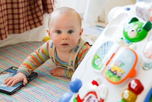 Stimulasi untuk Perkembangan Bayi 10 Bulan